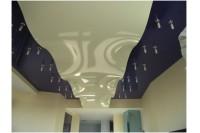 Парящий натяжной потолок черно-белый