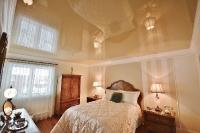 Натяжные потолки в спальной комнате_2