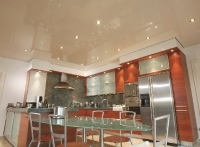 Натяжные потолки на кухне_36