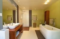 Натяжные потолки в ванной комнате_16