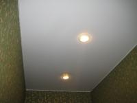 Одноуровневые натяжные потолки_18