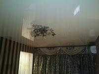 Глянцевые натяжные потолки_36