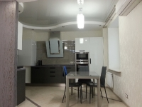 Натяжные потолки на кухне_12