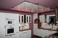 Натяжные потолки на кухне_13