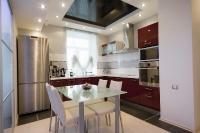 Натяжные потолки на кухне_5
