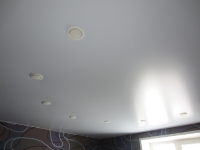 Одноуровневые натяжные потолки_10